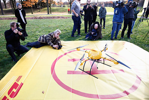 德国快递公司DHL本周一(11月9日)宣称已成功完成了无人机送货的测试。(Andreas Rentz/Getty Images)