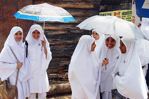 斯里蘭卡的小學生(黃意文/大紀元)