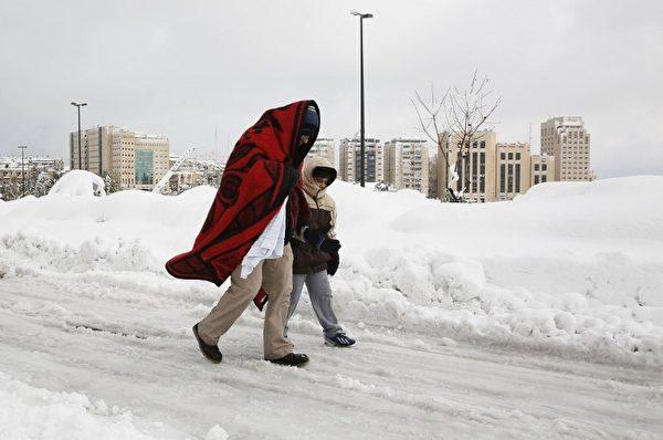 被白雪覆蓋的耶路撒冷。(Photo by GALI TIBBON / AFP)