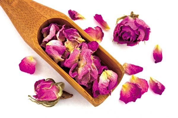药浴,对于压力大的人来说,是一种舒压解疲劳的好方法;对于爱美的人来说,可以美容护肤。(Fotolia)