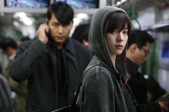 青龍獎最佳女主角韓孝珠主演的好萊塢等級動作大片《監諜任務》。(可樂電影提供)