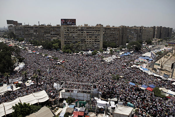 今年6月,埃及军方发动军事政变,上台一年的穆斯林兄弟会领导人、埃及总统穆尔西被罢黜。(Ed Giles/Getty Images)