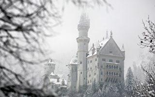 德國新天鵝堡覆蓋在雪中。(Johannes Simon/Getty Images)