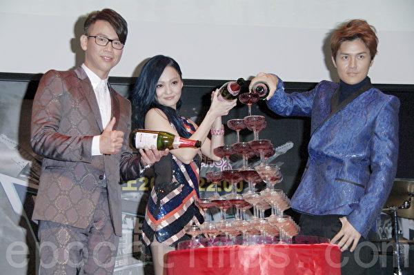陶喆、张韶涵、吴克群12月23日在台北出席记者会,为大陆选秀节目收视庆功。(黄宗茂/大纪元)