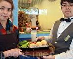 给学生吃健康,远东科大营养早餐,任选番茄包两样,配一杯香浓现磨豆浆。(摄影:赖友容/大纪元)