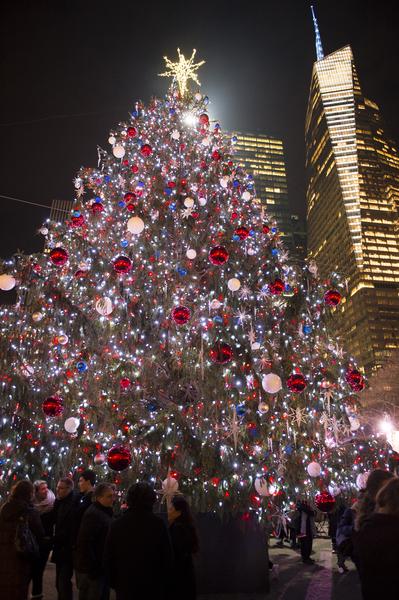 纽约浪漫圣诞夜,Bryant Park的圣诞树。(戴兵/大纪元)