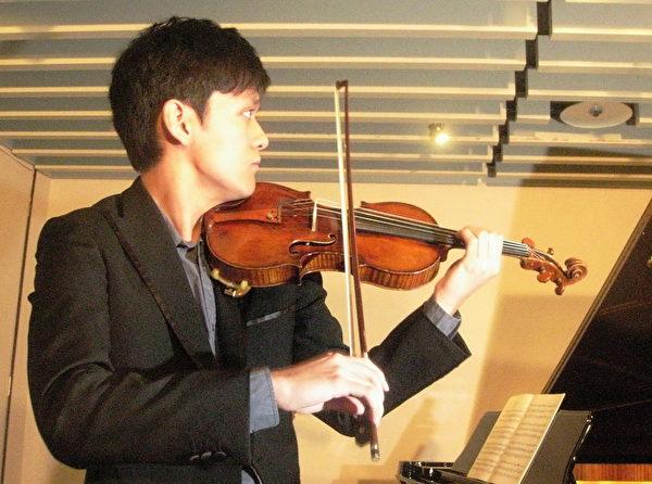 曾宇谦在记者会现场演奏塔替尼《魔鬼的颤音》。(图:亚艺艺术提供)