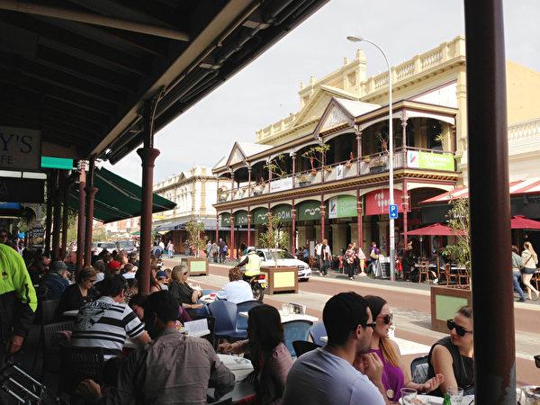 澳洲西部週末的街頭吃滿街(伊羅遜/大紀元 )