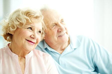 越来越多的美国老人说,他们将在退休年龄之后继续工作。(fotolia.com)