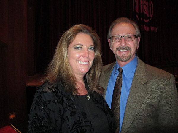 Tim Treadway是一位有着30年经验的资深音乐人,曾随乐队在美国各地进行演出,他被神韵的音乐触动,发出希望自己也能做到像神韵音乐家那样优秀的感叹。(苏筱/大纪元)