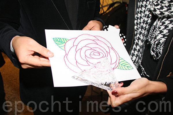 st. Jude 儿童研究医院的12岁小病人蔻柔丽设计的玫瑰图案。(摄影:王依澜/大纪元)