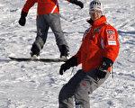 拿过7次F1赛车冠军选手舒马赫,29日在法国阿尔卑斯山滑雪跌倒,头部严重受创,陷入昏迷。(AFP)