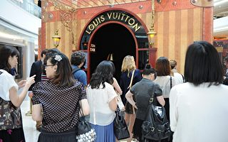 中国游客纽约疯狂购物 专挑高档名牌产品