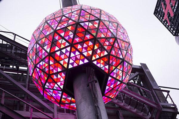 纽约新年水晶球准备就绪,进行最后的测试。(戴兵/大纪元)