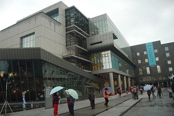 国立海洋科技博物馆曾荣获世界建筑设计荣誉奖的都市设计首奖。 (于婉蘋/大纪元)