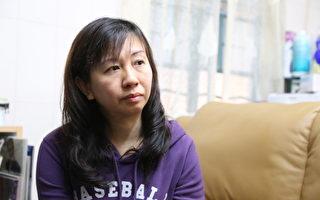 7月14日对香港元朗小学教师林慧思是命运改变的一天,在当天的香港旺角行人专用区,她凭著良知,在现场为青关会成员公开欺负法轮功真相点学员而警方故意不作为——这个不公义事情大力发声。正义的呐喊在她生命中泛起了巨大的涟漪。在承受着接下来几个月,从遭中共地下党香港特首梁振英将此事件升级到让警方重案组调查到中共派人在她家门口撒阴纸的死亡恐吓等多番卑劣打压。(大纪元图片)
