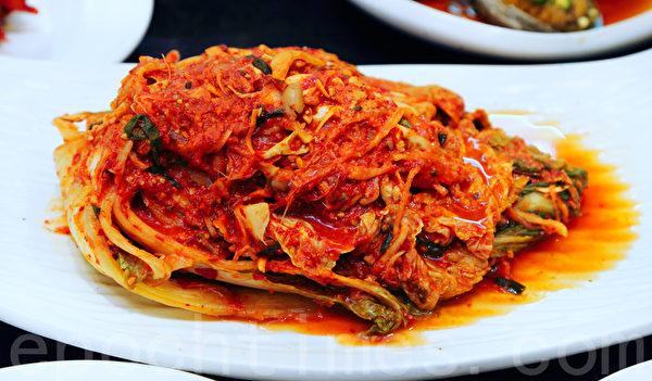 韩国泡菜名人金顺德制作的青曲酱泡菜获2013年总统表彰奖。(全宇/大纪元)