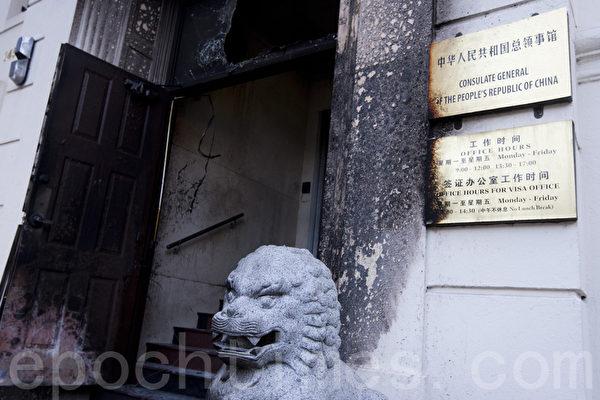 1月1日晚,中共駐舊金山總領館遭人縱火,圖為被燒毀的領館正門。(馬有志/大紀元)