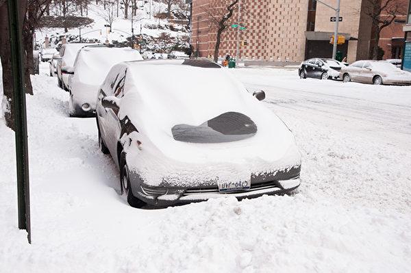 纽约遭受暴风雪袭击 罕见低温。(戴兵/大纪元)