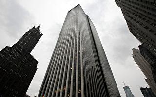 目前,中国大陆一、二线城市房地产有价无市,成交量下降,楼市降温。与此同时,美国房地产市场持续复苏,吸引大量中国投资者。2013年6月,SOHO中国实际控制人潘石屹、张欣夫妇牵头的一家财团,以7亿美元价格购得纽约通用大厦40%股权。(Mario Tama/Getty Images)