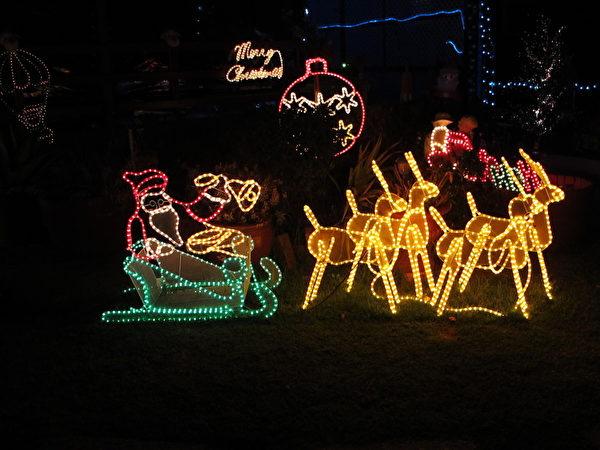 比爾和佩吉聖誕燈屋展(秦玥/大紀元)