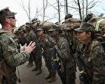 2013年2月22日海軍陸戰隊一新兵訓練營,大約百分之六的海軍陸戰隊士兵是女性(Photo by Scott Olson/Getty Images)
