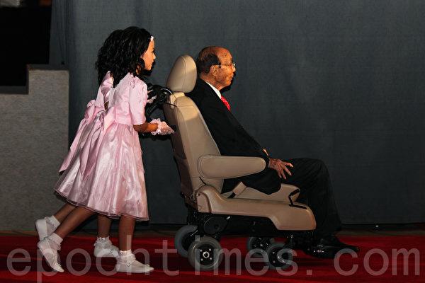 香港影视界泰斗、电视广播有限公司(香港无线电视TVB)荣誉主席邵逸夫爵士,于2014年1月7日早上清晨在家中去世,享年107岁。(潘在殊/大纪元)