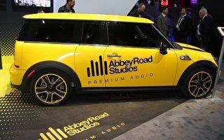 圖:松下與艾比路在2014年國際消費電子展(CES)上聯合推出「車載錄音室」(攝影:張岳/大紀元)