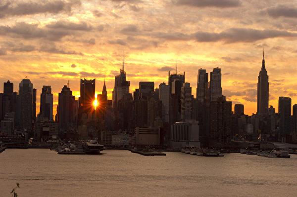 世界之都纽约热盼神韵。纽约曼哈顿日出。(戴兵/大纪元)