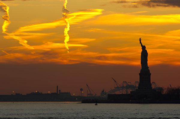 世界之都纽约热盼神韵。纽约自由女神像。(戴兵/大纪元)