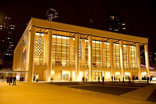 世界之都纽约热盼神韵。纽约林肯中心。(戴兵/大纪元)