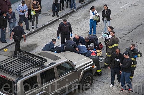 1月10日,舊金山中國城內發生車禍的現場。(曹景哲/大紀元)