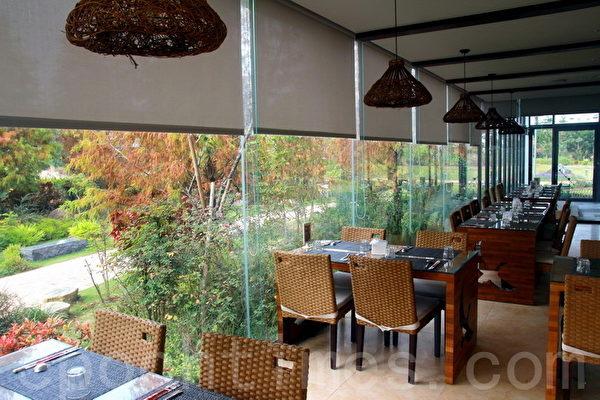 在室内用餐,同样将绿意景观尽收眼底。(摄影:赖友容/大纪元)