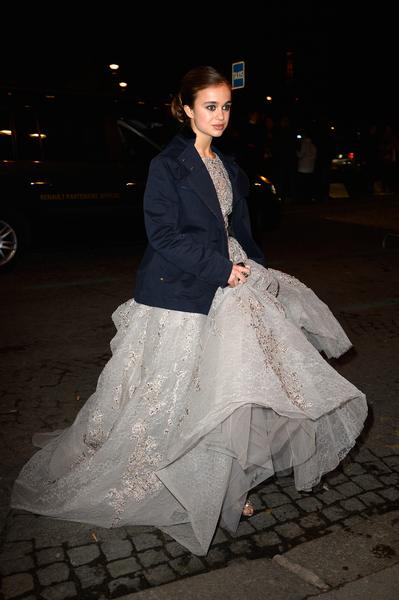2013年11月30日,法国巴黎,18岁的英国温莎公爵的女儿,也是已逝英国国王乔治五世的曾孙女Amelia Windsor参加名媛成人礼舞会。 (Pascal Le Segretain/Getty Images)