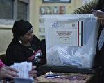 埃及民众15日参与第2天、也是最后一日的宪法公投,不过投票率更低。(KHALED DESOUKI/AFP)