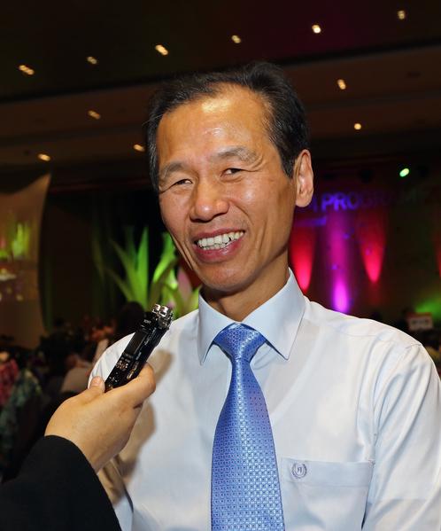 江原道知事(相當於中國的省長)崔文洵在接受採訪(全宇/大紀元)