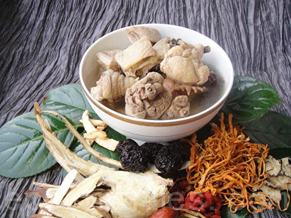 鸡汤养生火锅(图:益可福提供)