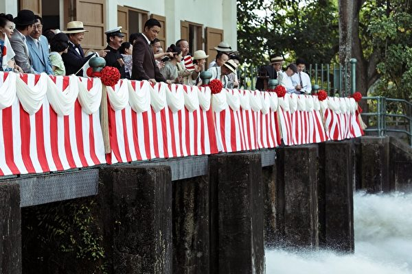 《KANO》電影記者會上的水閘門開啟儀式。(威視提供)