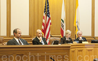 1月21日,舊金山交通局董事會通過決議,對大公司通勤大巴進行規範管理。(周鳳臨/大紀元)