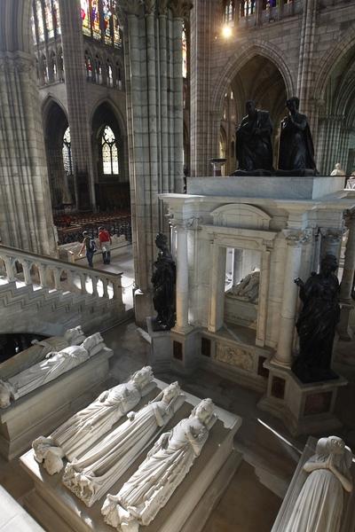 圣丹尼大教堂内有众多的雕像。(JOEL SAGET/AFP/Getty Images )