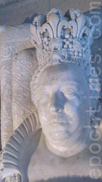 圣丹尼大教堂内的国王雕像的面部(杨浩/大纪元)