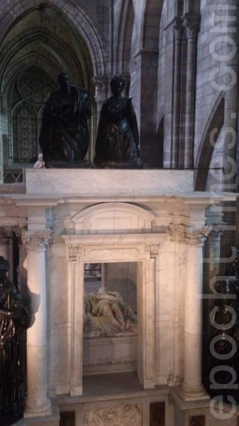 高雅的文艺复兴式墓葬——亨利二世夫妇。(杨浩/大纪元)