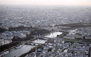 近年来,塞纳河频繁出现水位上涨逼近警戒线的警告,引起巴黎大区众多机构的重视。(FRANCK FIFE/AFP/Getty Images)