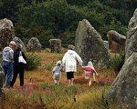 位于布列塔尼卡纳克村(Carnac)的史前巨石堆。(AFP)