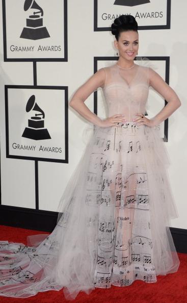 年度歌手入圍者凱蒂•佩芮身著Valentino裙裝。(ROBYN BECK/AFP/Getty Images)