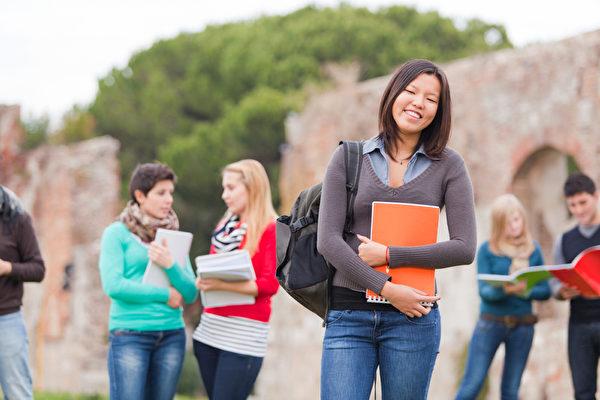 加拿大联邦国际留学生新规于今年6月1日正式实施。图为多元文化大学生。(Fotolia.com)