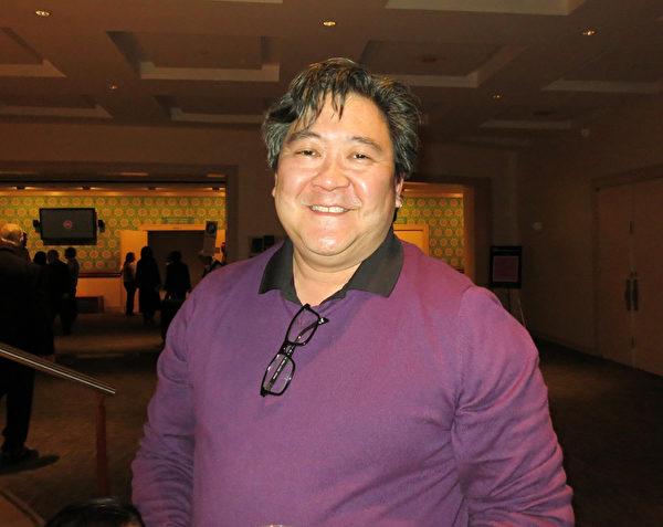 "David Tang 是VOX合唱团的创办人、火鸟(Firebird)艺术联盟的创办人。他曾担任夏洛特交响乐团副指挥,之前曾担任Wheeling、Quad City、Charleston and Windsor 等多家交响乐团的客座指挥。他说:""未来这类不同民族乐器的合璧,可能会有更加丰富的效果,可能会越来越受欢迎,将引领未来音乐的方向。""(林南/大纪元)"