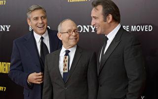 (左起)乔治•克鲁尼与鲍勃•巴拉班、让•杜雅尔丹出席《大寻宝家》首映式。(Michael Loccisano/Getty Images)
