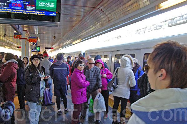 温哥华天车突发故障 几千人乘车受影响