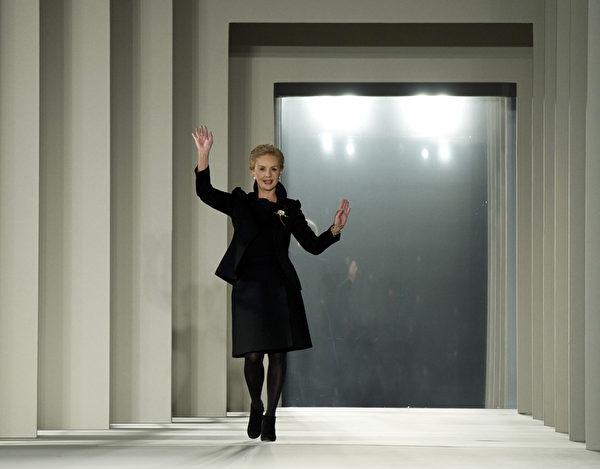 2014年2月10日,紐約時裝週設計師卡洛琳娜‧海萊娜(圖)發表最新設計的秋冬系列新款女裝。(Don Emmert/AFP)